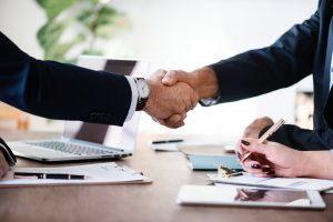 ¿Qué documentación e información es necesario proporcionar a la Asesoría para contratar a un trabajador?